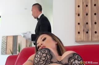Смачное порно с жопастой азиаткой Kaylani Lei