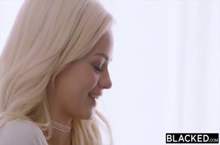 Блондинка Elsa Jean попробовала с негром межрассовое порно