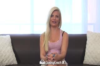 Блондиночка с потрясной жопой пришла на пробы в порнуху
