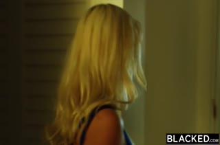 Athena Palomino с большой жопой наслаждается сексом с негром