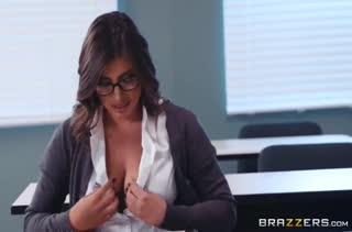 Большой член наказывает непослушную студентку Ella Knox