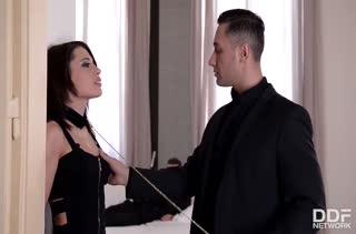 Nikita Bellucci получает удовольствие от БДСМ порно