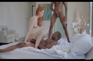 Рыжая Maya Kendrick долбится с черными самцами