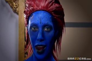 Росомаха и Циклоп трахают Nicole Aniston в роли Мистик
