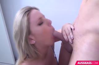 Блондинка с большими сиськами насладилась красивым сексом