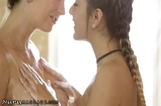 Лесбиянки Brett Rossi и Jaye Summers пробуют романтическое порно