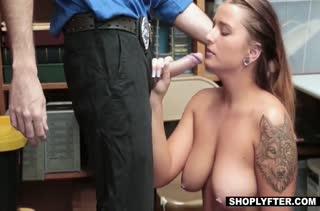 Dakota Rain с большими сиськами работает на порно кастинге