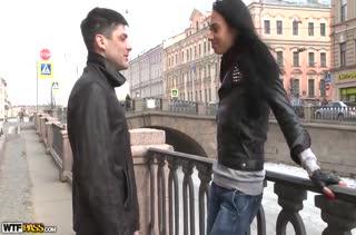 Любительское порно со стройной русской брюнеткой