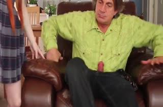Рыжая мастурбирует в кресле и встает раком перед другом