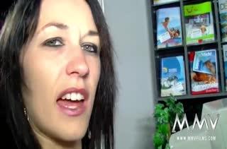 Девочки устроили групповое порно в магазине для взрослых