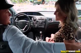 Подвез красивую Cory Chase и был награжден сексом