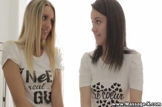 Хрупкие молодые девки примеряются к пенису одногруппника