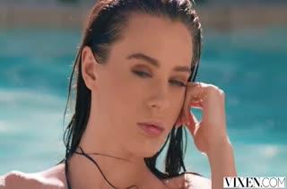 Страстное порно с молодой Lana Rhoades после бассейна