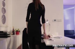 Barbara Bieber ловко заигрывает со своим коллегой