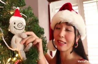 Marika Hase устроила новогоднее соло порно с вибратором