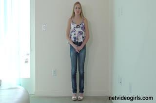 Симпатичная блондинка хорошо потрудилась на порно кастинге