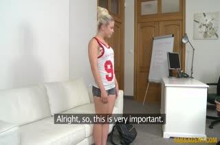 Блондинка с аппетитной попкой показала что умеет