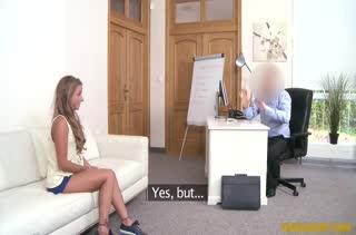 Sofi Goldfinger соблазнила мужика трахнуться на работе