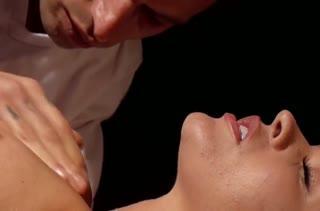 Грудастая Krissy Lynn возбудилась после массажа на порно