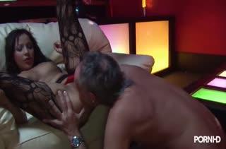 Стриптизерша Romana Ryder жестко дрючится с клиентом