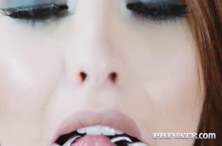 Lara Duro в чулках стонет от проникновения пениса