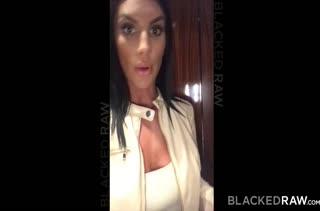 Гламурная August Ames снимает свое порно на камеру