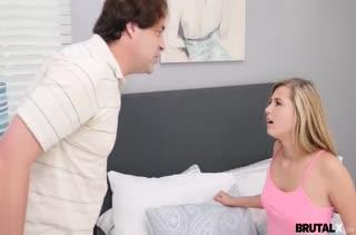 Блондинка Carolina Sweets стонет от грубого секса раком