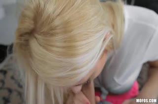 Посадил жопастую блондинку на кукан от первого лица