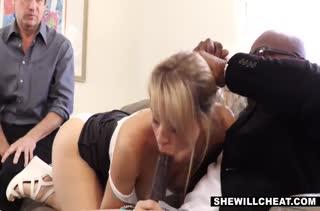 Zoey Monroe давно мечтала попробовать порно с негром
