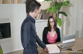 Роскошная Chanel Preston согласна потрахаться на работе